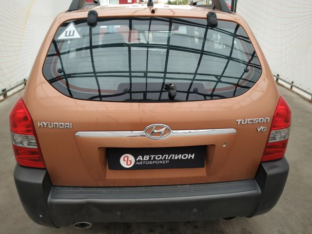Купить б/у Hyundai Tucson, 2006 год, 175 л.с. в России