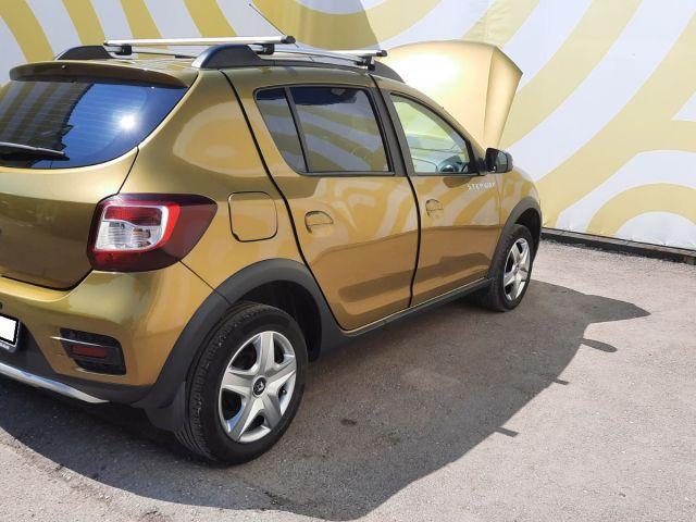 Купить б/у Renault Sandero Stepway, 2016 год, 102 л.с. в России
